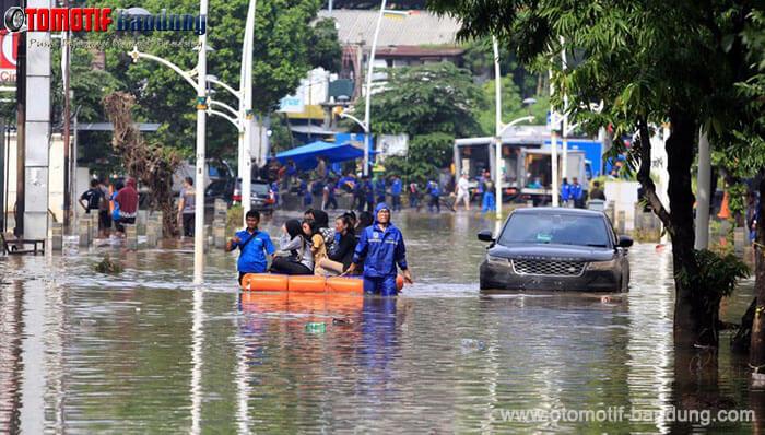 Batas Aman Mobil Matic Terabas Banjir