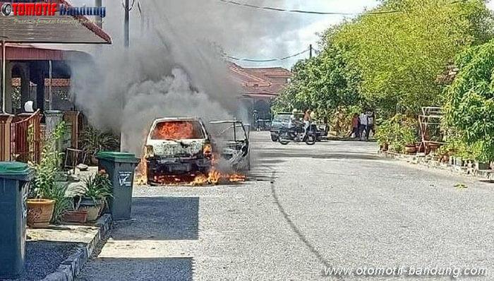 Power Bank Tertinggal Mengakibatkan Mobil Terbakar