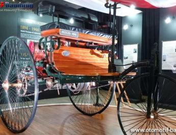 Cerita Mobil Pertama di Indonesia yang Dijuluki Kereta Setan