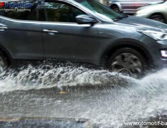 Mengecek Kondisi Rem Mobil, Setelah Lintasi Genangan Air